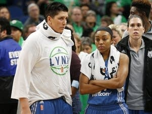 Minnesota Lynx watch Los Angeles Sparks