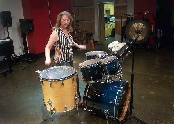 Heather Barringer rehearsing