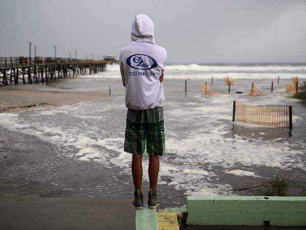 Carolinas prepare as Florence approaches.