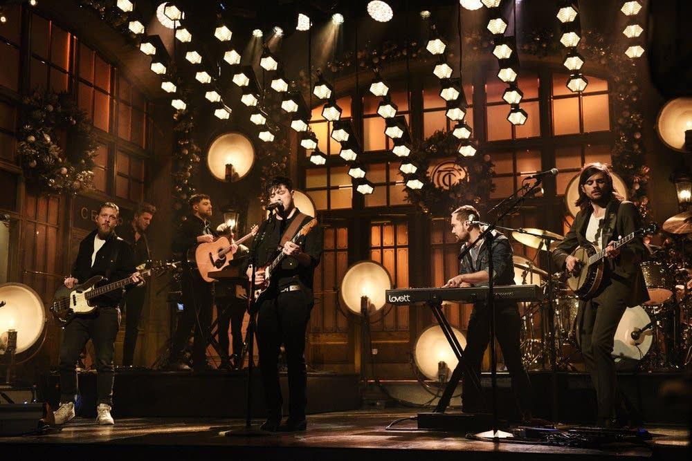 Mumford & Sons perform on 'Saturday Night Live'
