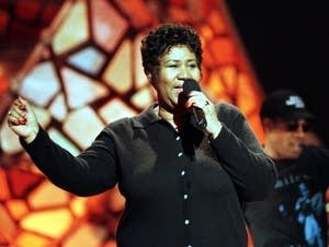 Aretha Franklin rehearses before the 1998 Grammy Awards.