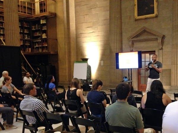 Monda Davidson presents at an entrepreneurs event.