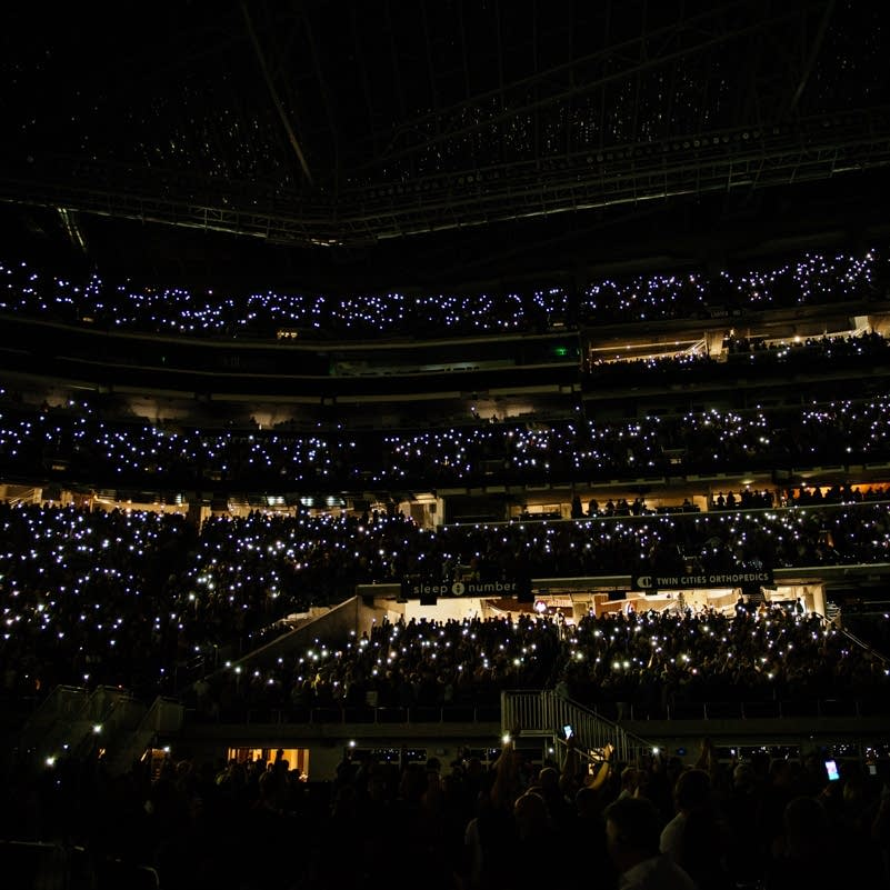 Phone lights go up at U.S. Bank Stadium, 2017.