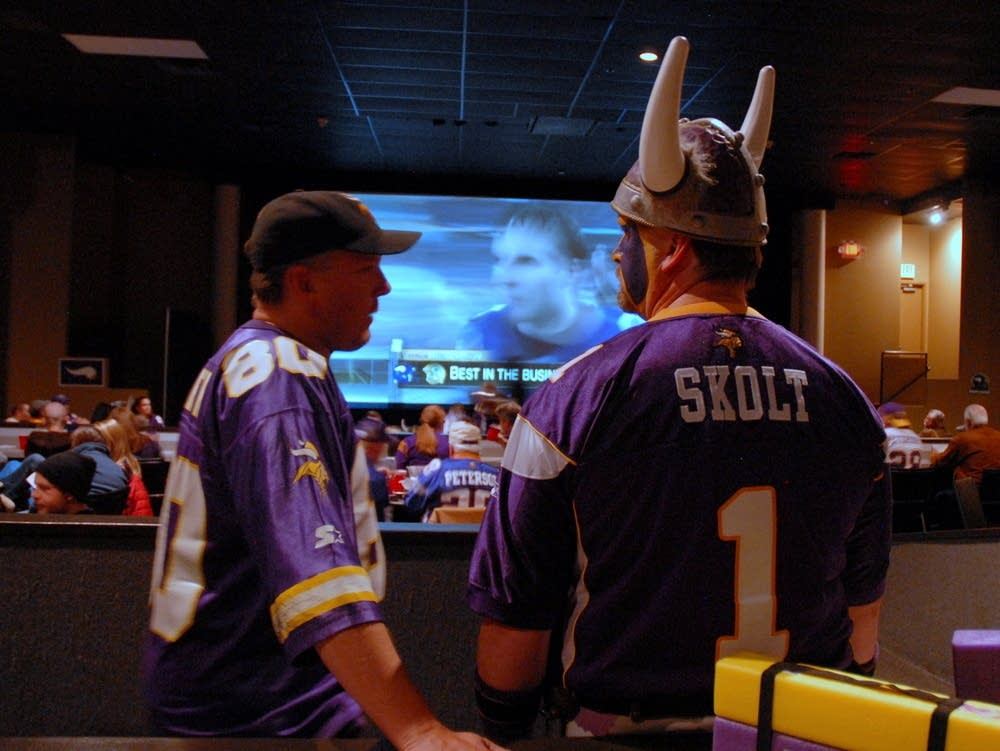 Vikings fans watch Packers win