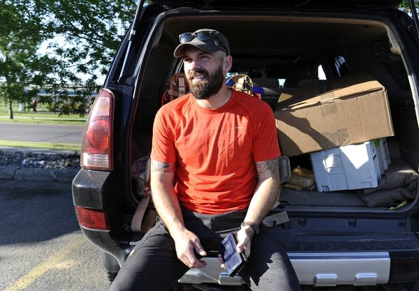 Josh Zeis is doing a project to help vets cope.