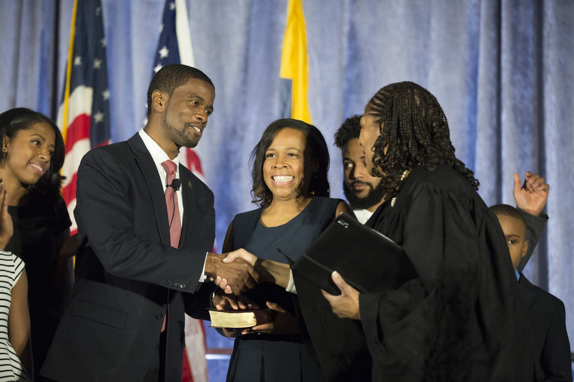 Melvin Carter takes the oath of office.
