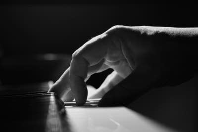 A6a02c 20150903 piano player