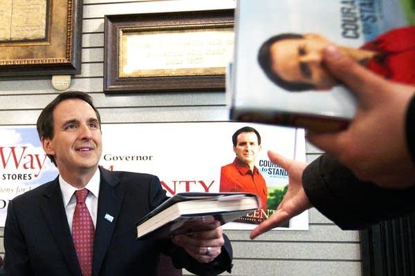 Former Gov. Pawlenty returns a signed book