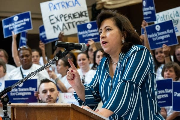 State Sen. Patricia Torres Ray speaks to delegates.