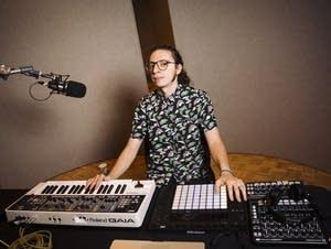 Samer Saem Eldahr in Studio M.