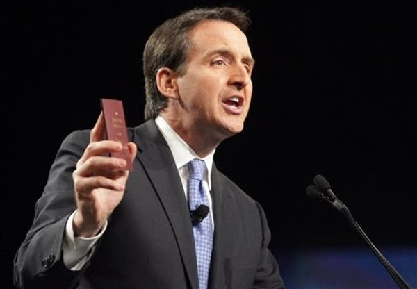 Pawlenty speaks to tea party summit