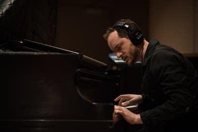 667887 20150406 pascal on piano with meg mac in the studio