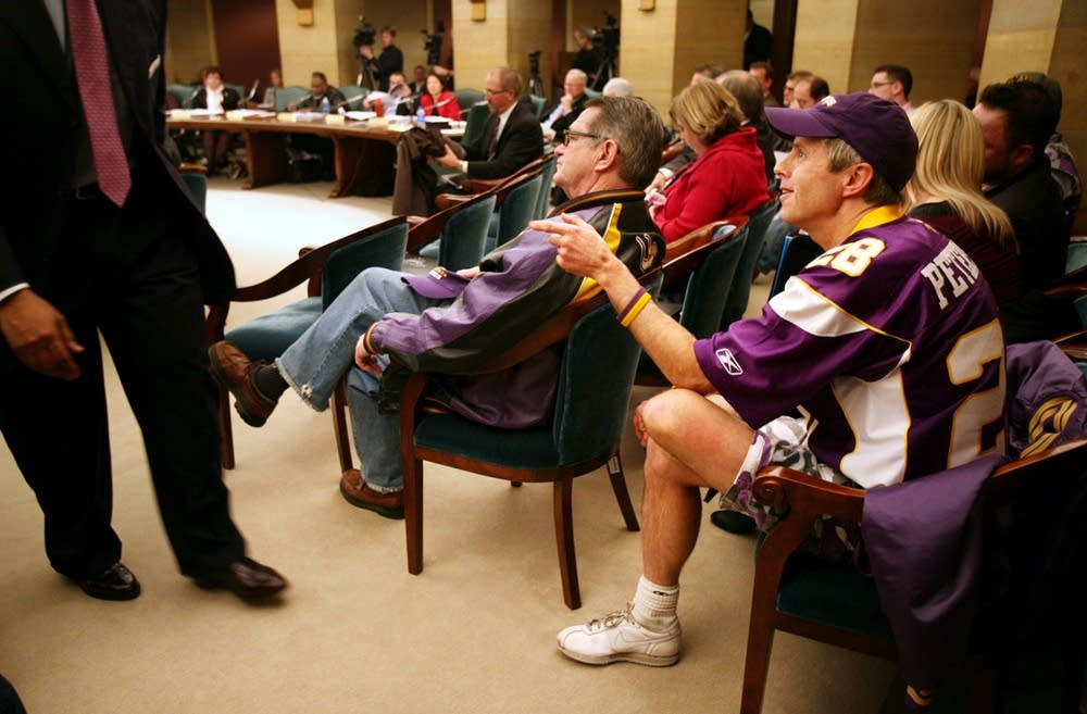 Vikings stadium hearing