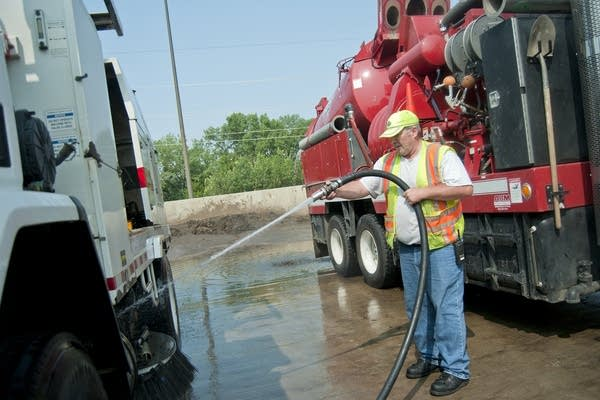 Using reclaimed water to wash the street sweeper