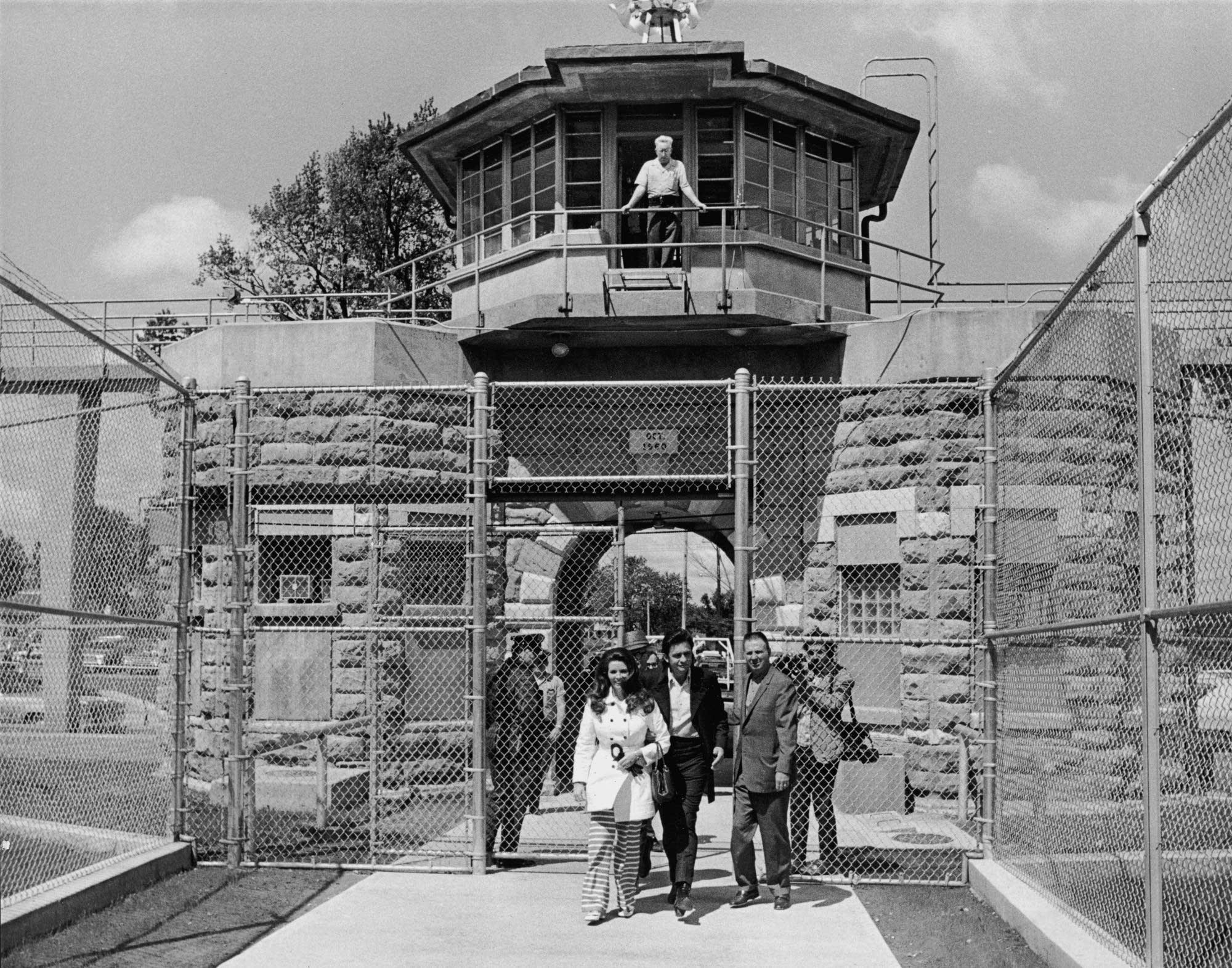 Johnny Cash visiting prison