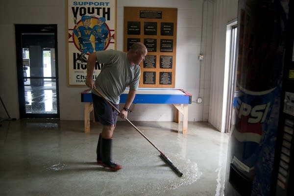 Southern Minn  struggles to clean up, dry out from historic