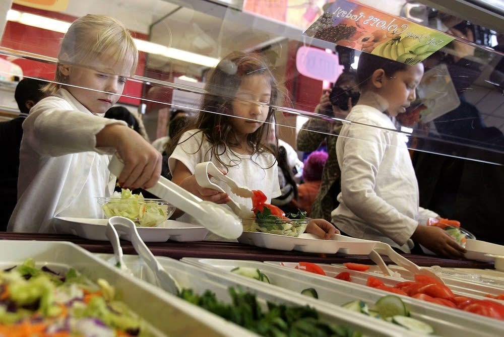 Chicago school lunch line