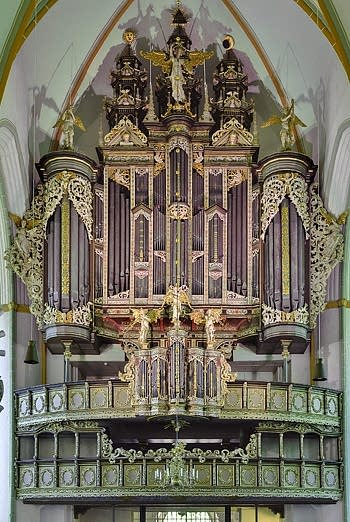 1553 Niehoff/Johansen; 1652 Stellwagen; 1714 Droppa; 1850 Mayer; 1922; 1926 Walker; 1963; 1976 Beckerath organ at Johanniskirche, Lüneburg, Germany
