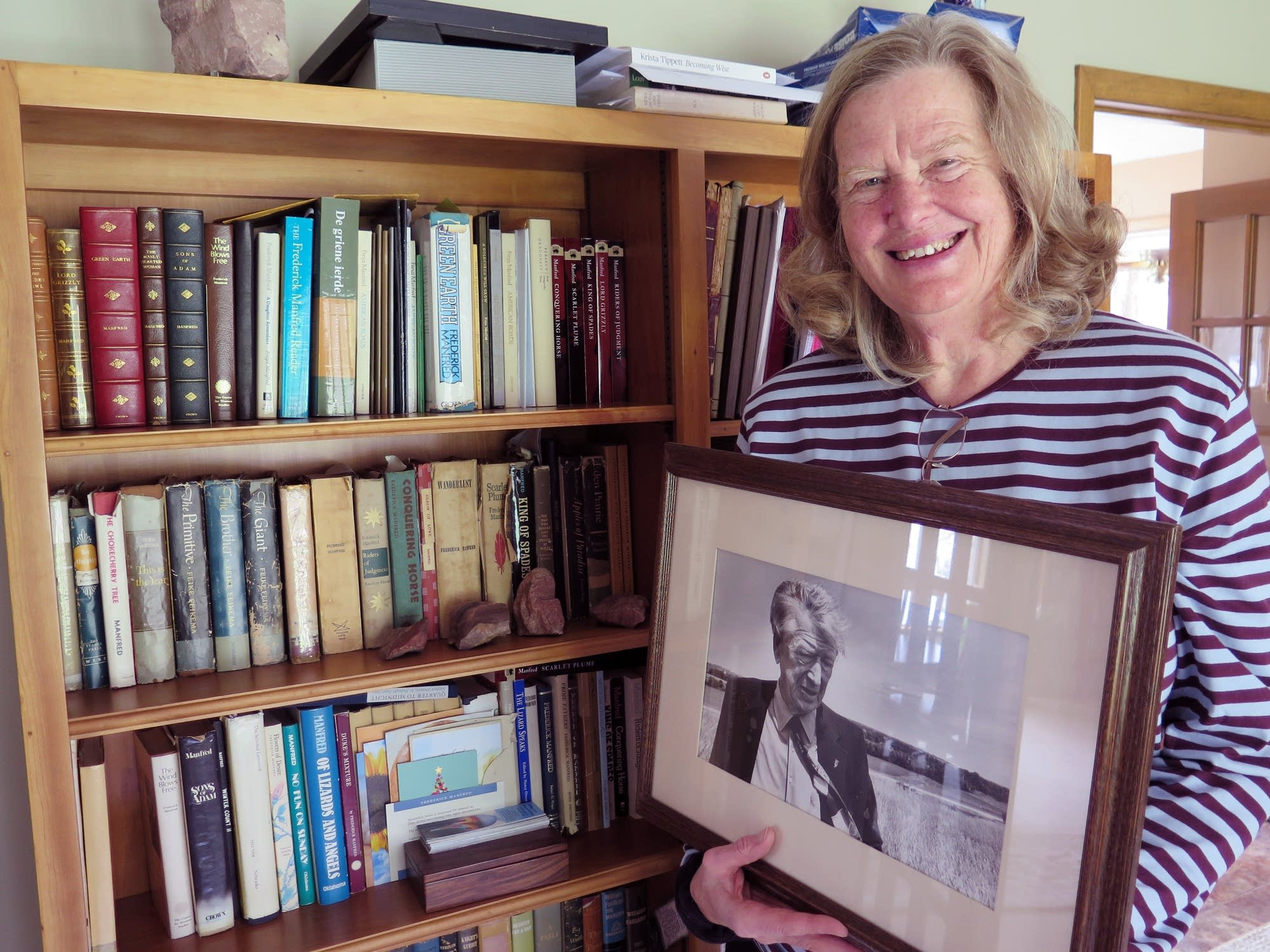 Freya Manfred holds a photo of her father, author Frederick Manfred.