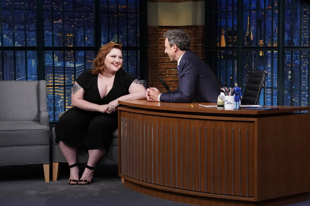 Beth Ditto is interviewed by Seth Meyers on 'Late Night'
