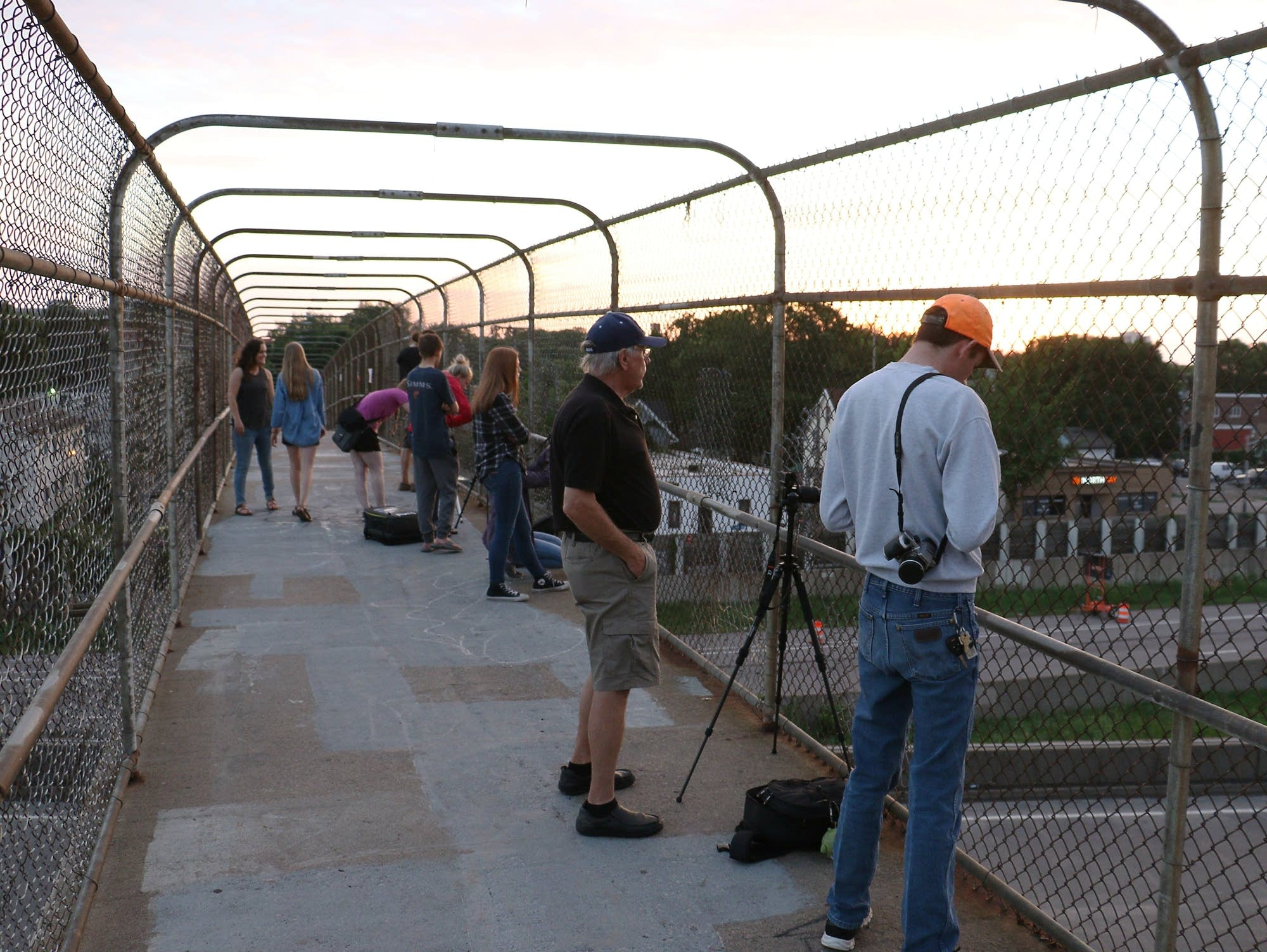 Vanishing view: In last days of Minneapolis bridge, photographers ...