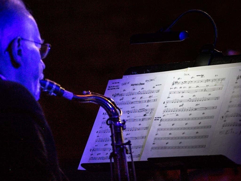 Dave Karr plays