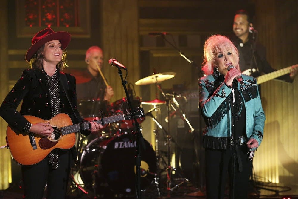 Brandi Carlile and Tanya Tucker perform on 'The Tonight Show'