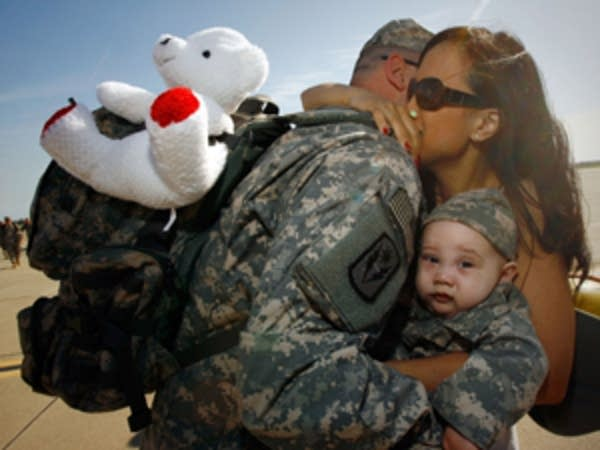 Soldier returns home from Iraq