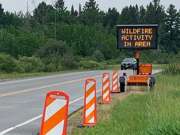 A sign warns drivers of wildfire activity in the area