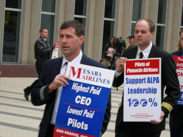 Mesaba pilots at U.S. Courthouse in Minneapolis