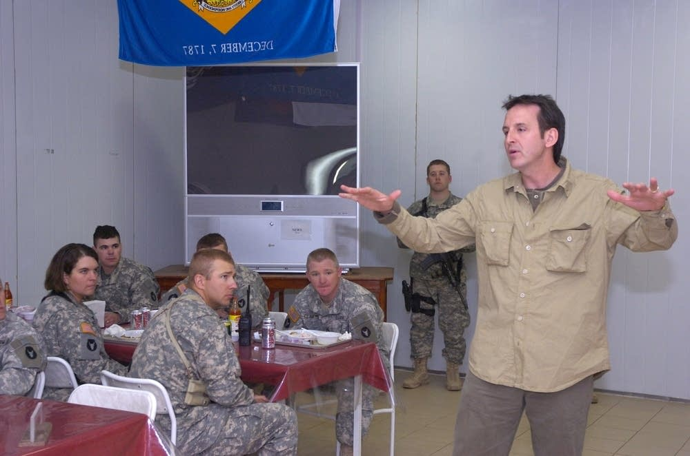 Gov. Pawlenty speaks to National Guard soldiers
