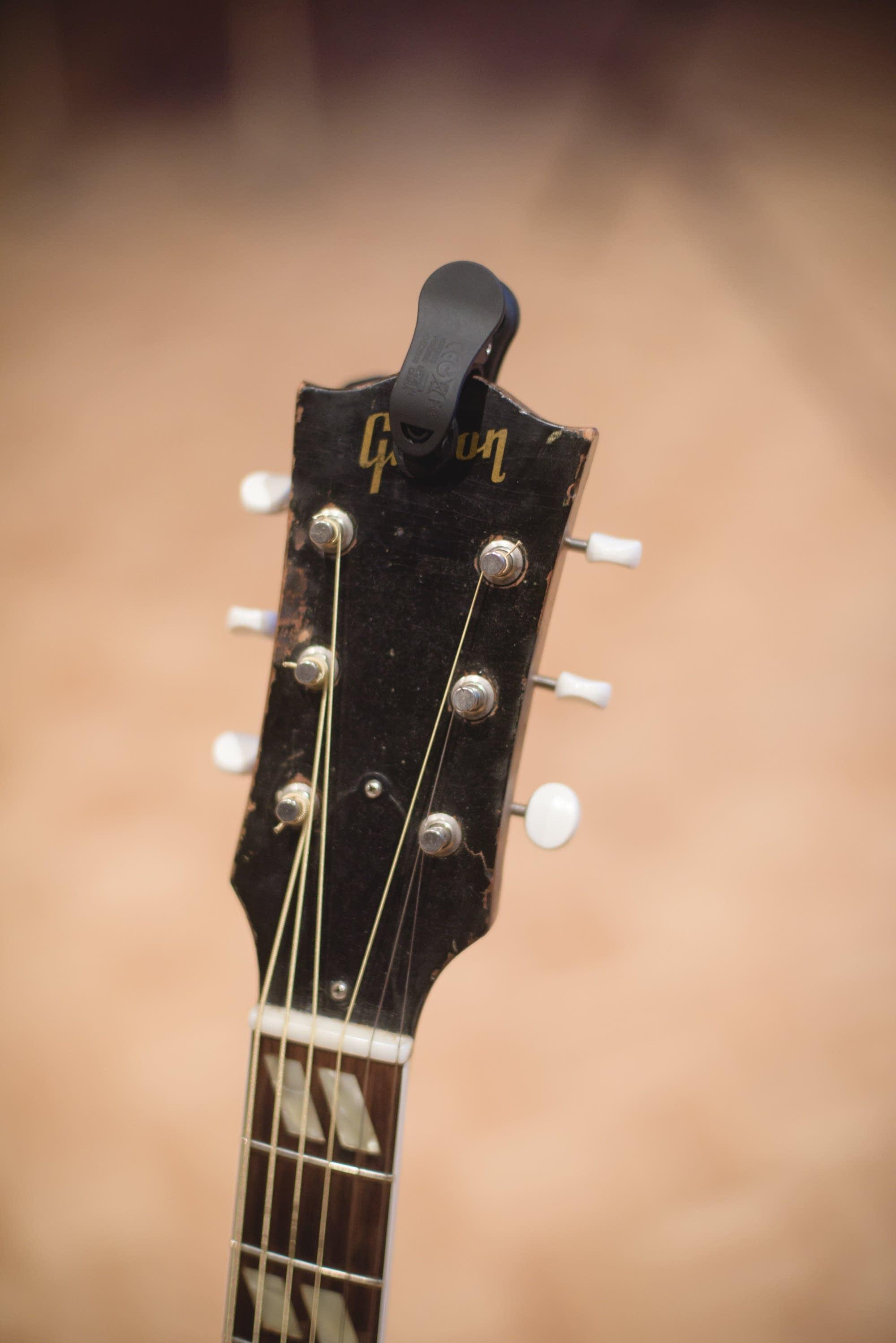 Dan Wilson's 1952 Gibson Southern Jumbo headstock
