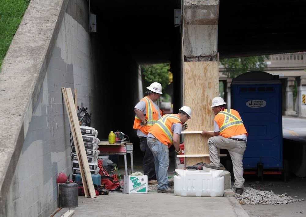 Fixing a pillar