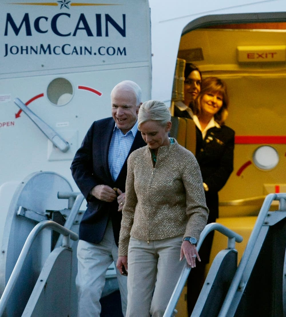 John McCain arrives In Nashville Tuesday's