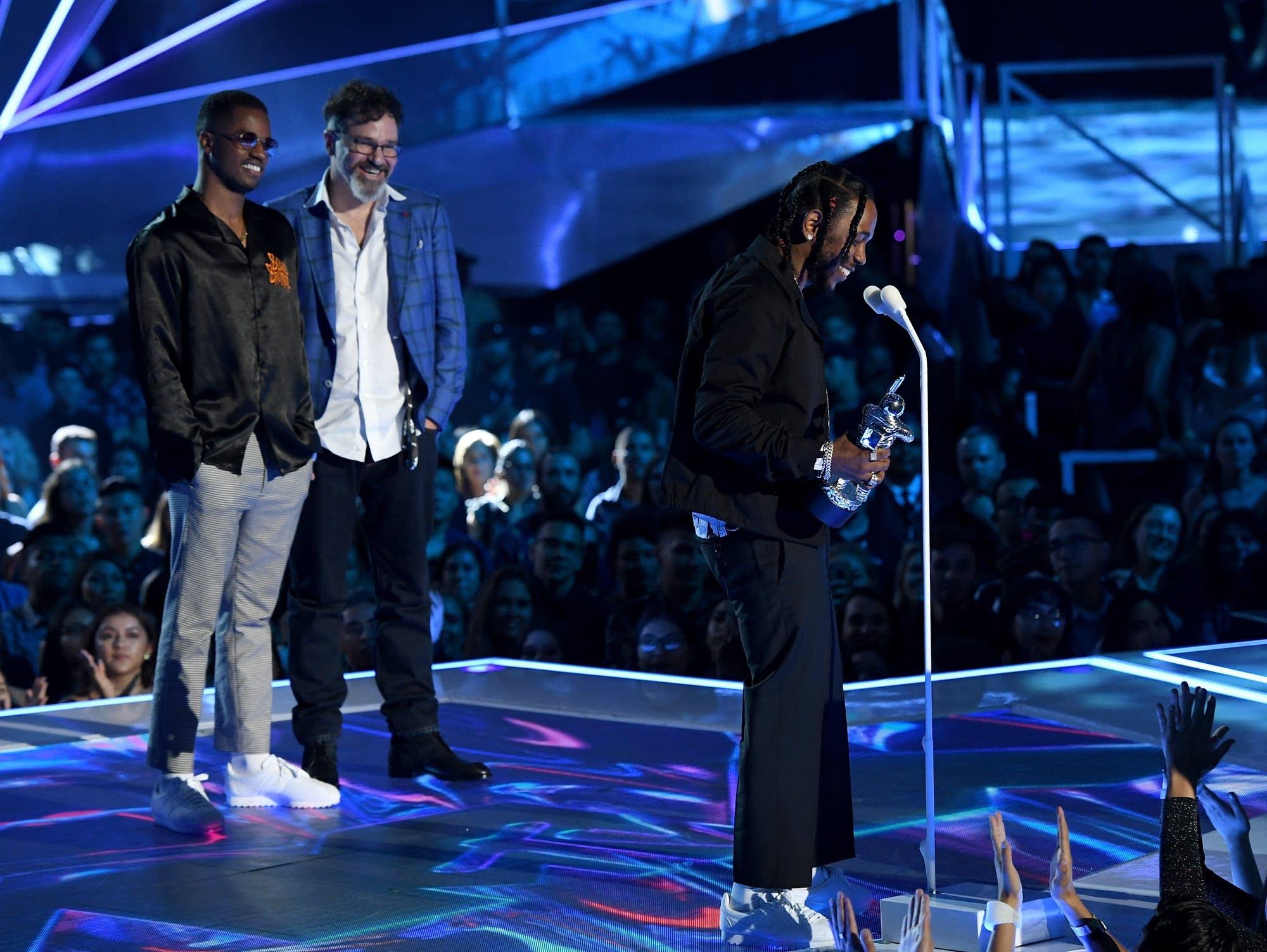 Kendrick Lamar accepts the Video of the Year Award at 2017's VMAs.