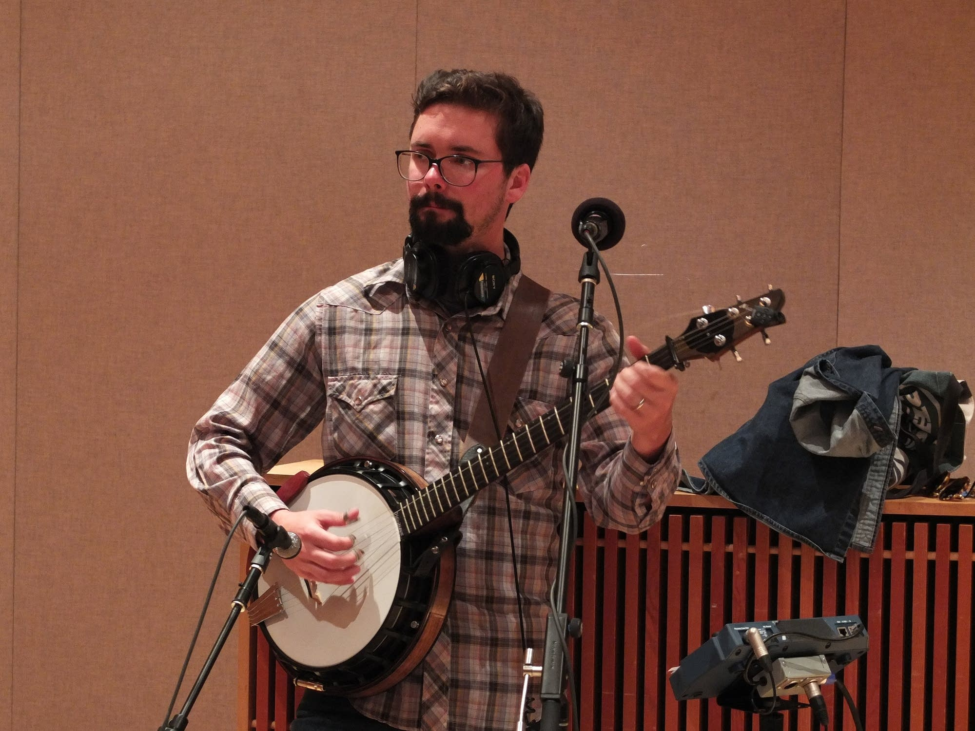 Barbaro perform in the Radio Heartland studio