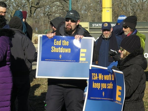TSA agent Scott Shane at a rally urging an end to the gov't shutdown.