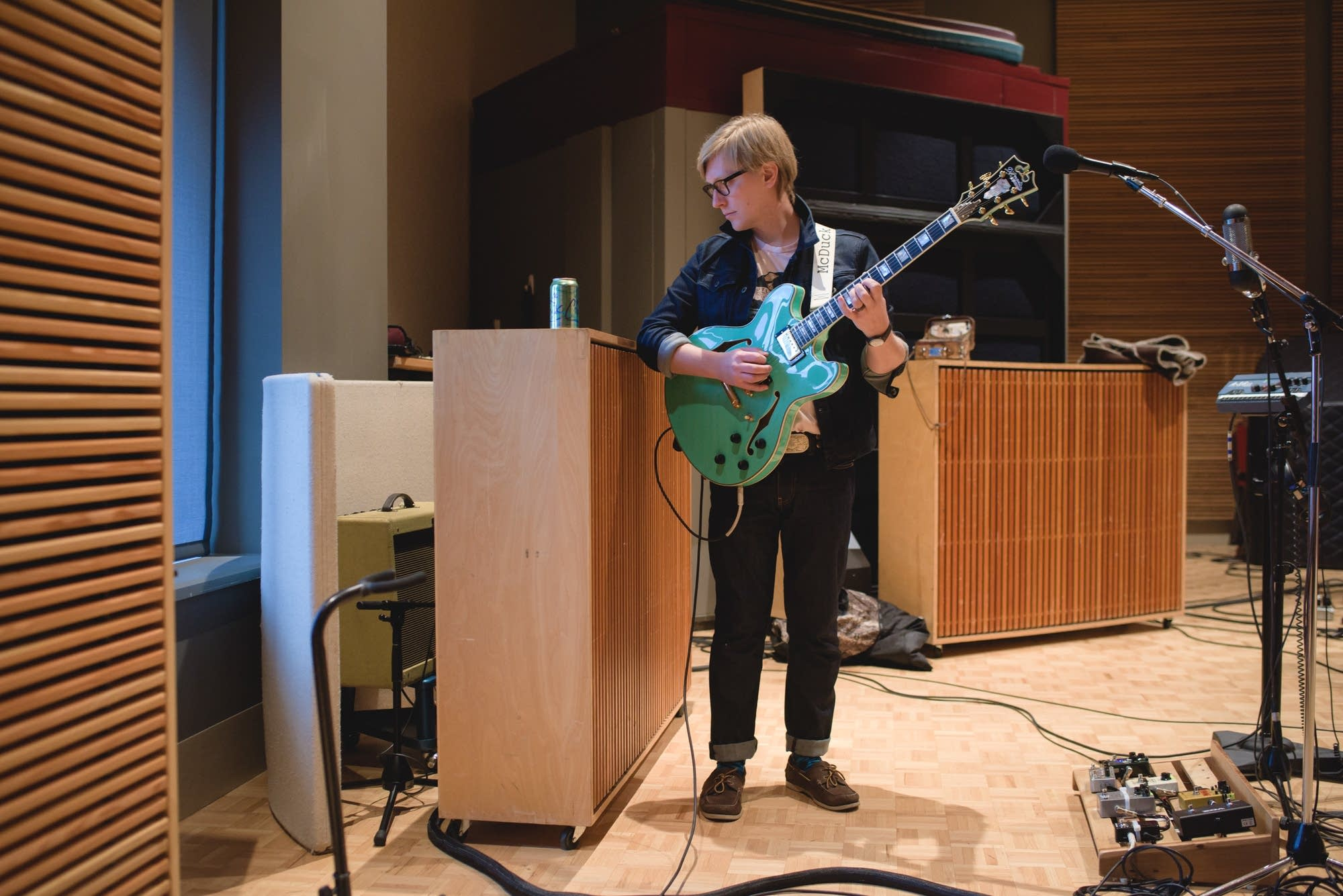 Mike McDuck Olson and his D'Angelico guitar