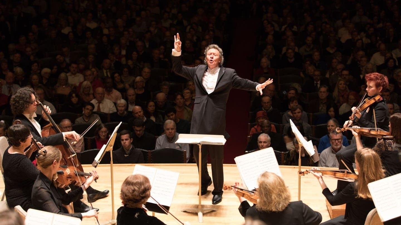 Harry Christophers conducting Handel & Haydn ensemble