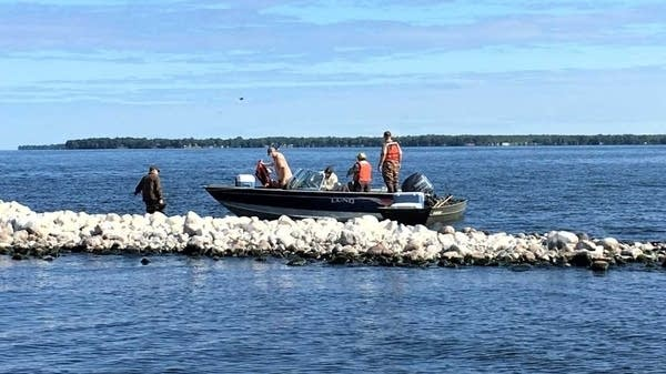 Crews clean up trash from islands in Mille Lacs Lake