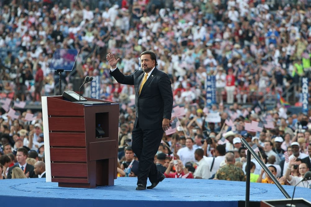 Gov. Bill Richardson speaks at the DNC