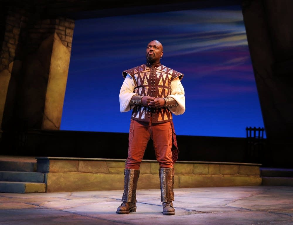 Peter Macon as Othello at the Guthrie Theater