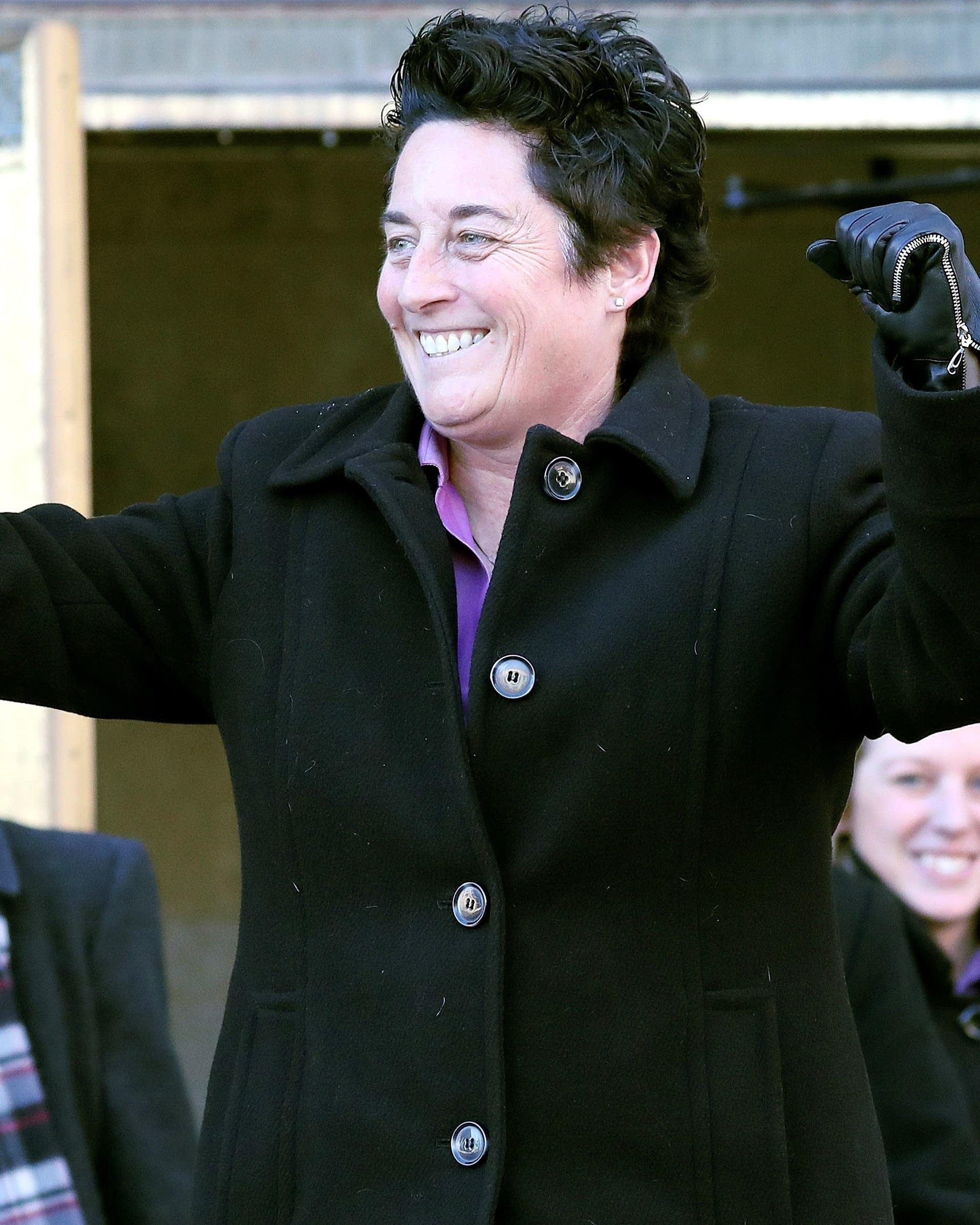 Jury backs ex-UMD hockey coach in discrimination suit