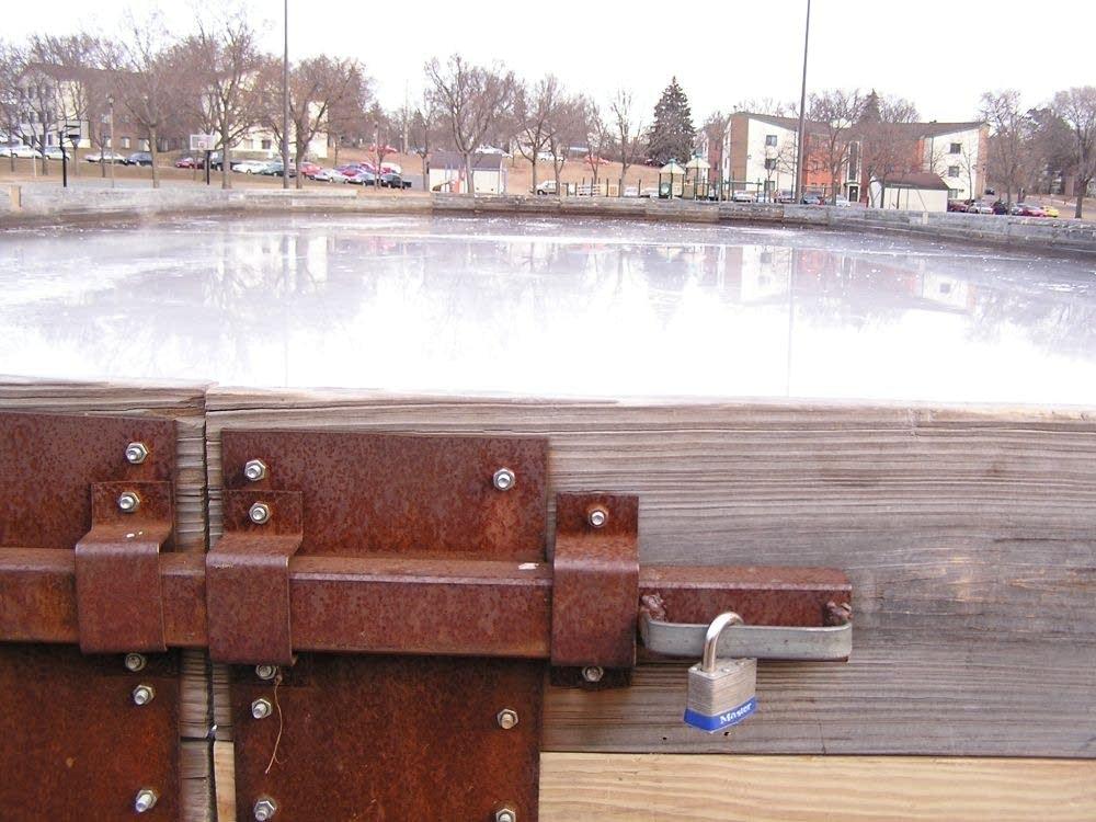 Locked rink