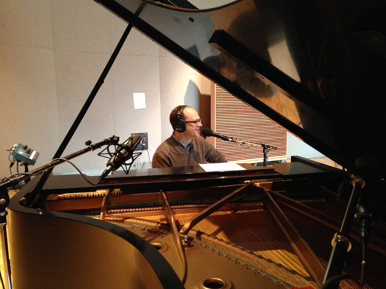 Dan Chouinard performs