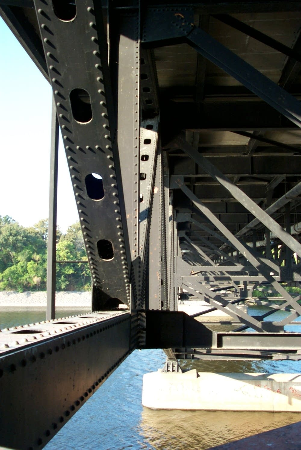 Desoto Bridge truss