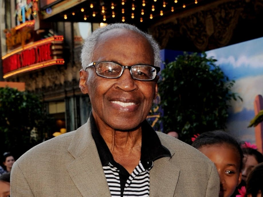 Actor Robert Guillaume arrives at 'The Lion King 3D.'