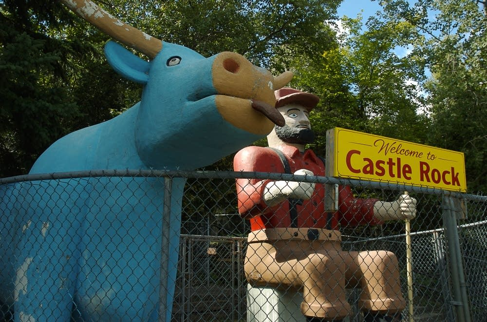 Paul Bunyan and Babe statue at Castle Rock