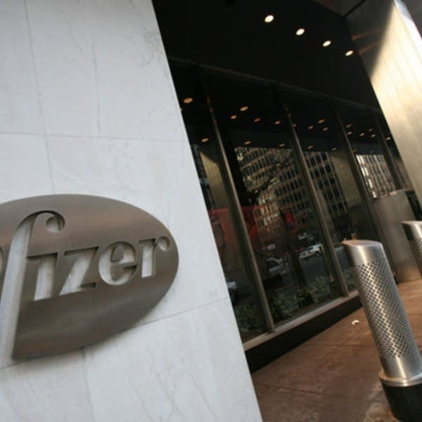 U S Signs Contract With Pfizer For Covid 19 Vaccine Doses Mpr News