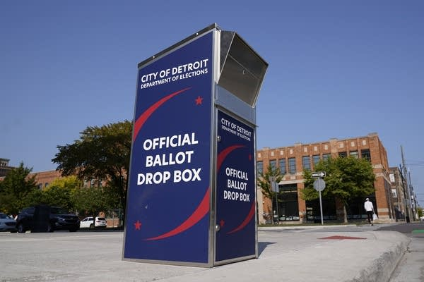 Postal data shows hundreds of complaints about election mail problems